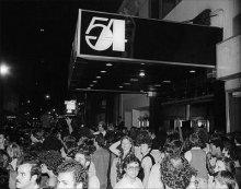 Se subastaron los objetos de la mitica discoteca Estudio 54 la tienda de paco