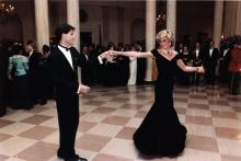 Subastan el vestido con el que Lady Di bailo con Travolta la tienda de paco